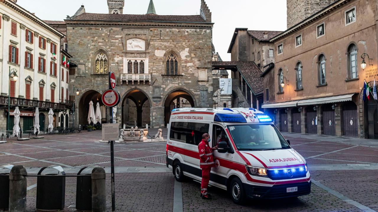 Италия отчете над 6500 новозаразени с COVID-19 и шест смъртни случая