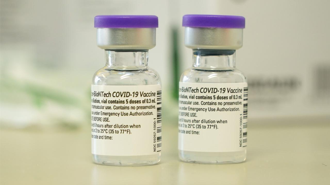 """""""Пфайзер"""" и """"Модерна"""" вдигат цените на ваксините си за ЕС"""