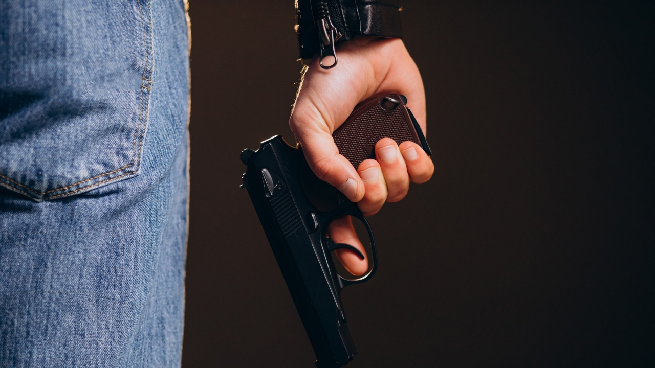 Мъж влезе в кино в Калифорния и започна да стреля, уби двама популярни влогъри на първата им среща