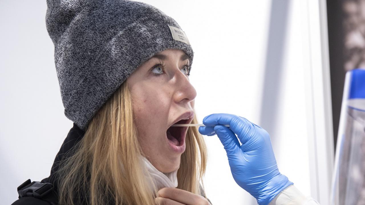 Украйна ще подлага неваксинираните срещу COVID-19 на тест при влизане в страната
