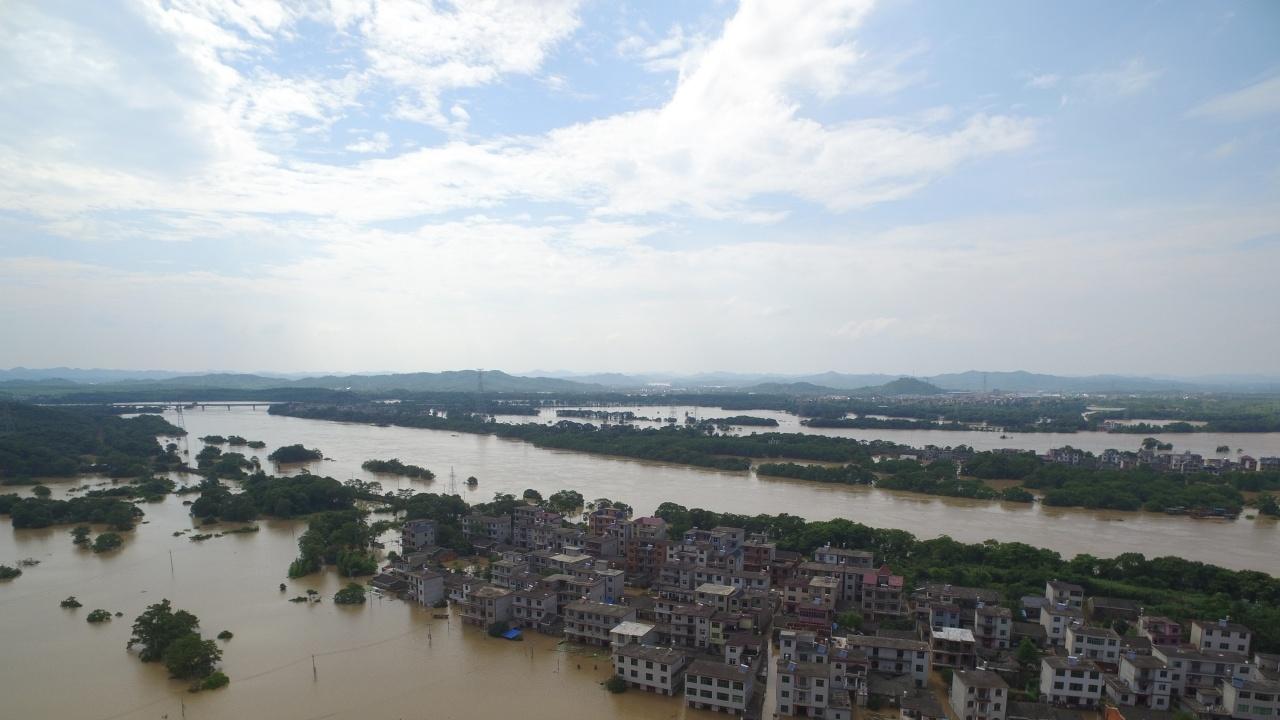 Над 300 станаха жертвите на наводненията в Китай