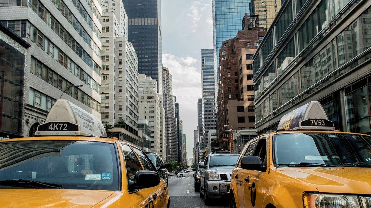Ню Йорк задължава работещите в транспортния сектор да се ваксинират срещу COVID-19