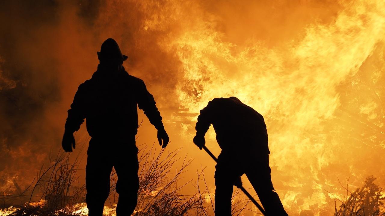 Военни влизат в битката с огнената стихия край Карлово