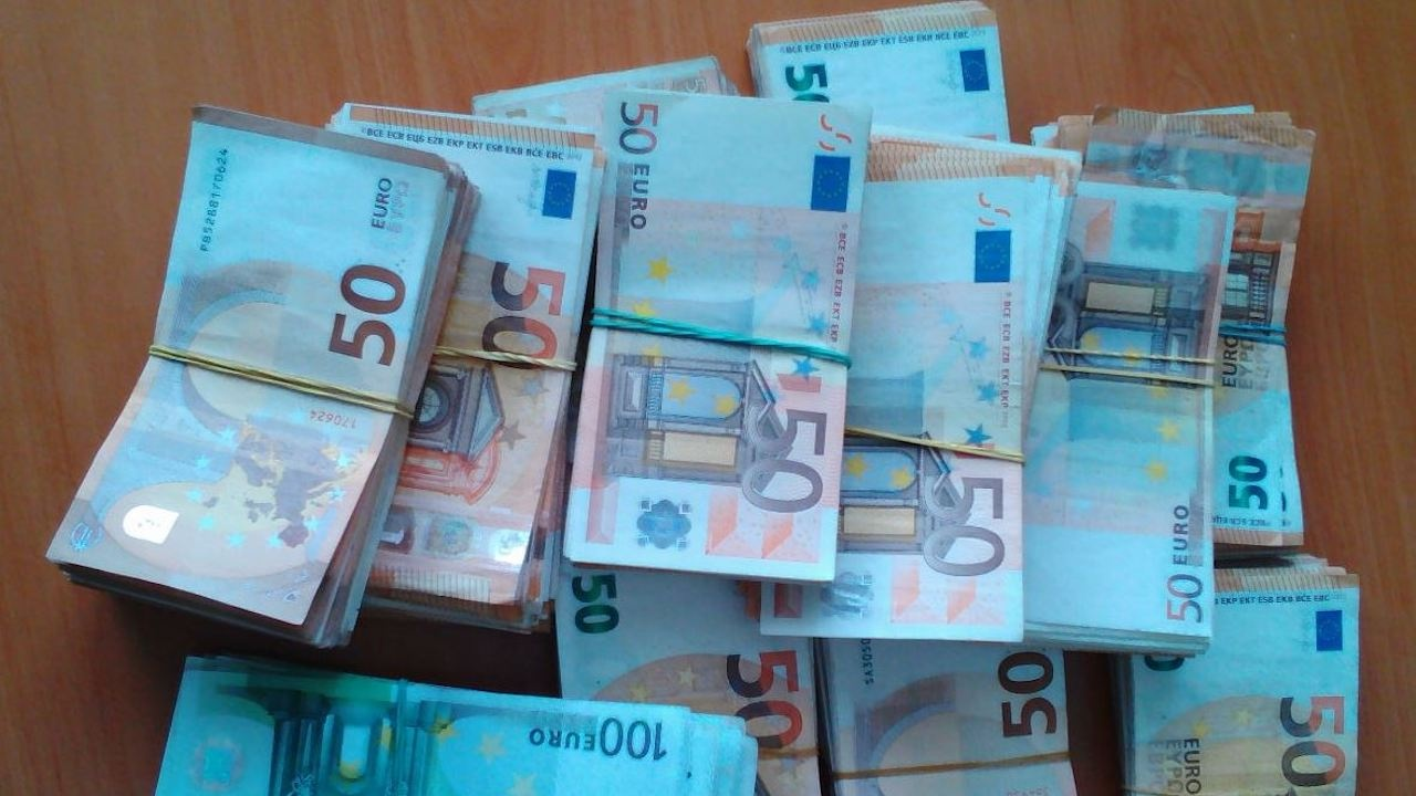 Митничари намериха 250 000 недекларирани евро в хладилен товарен автомобил