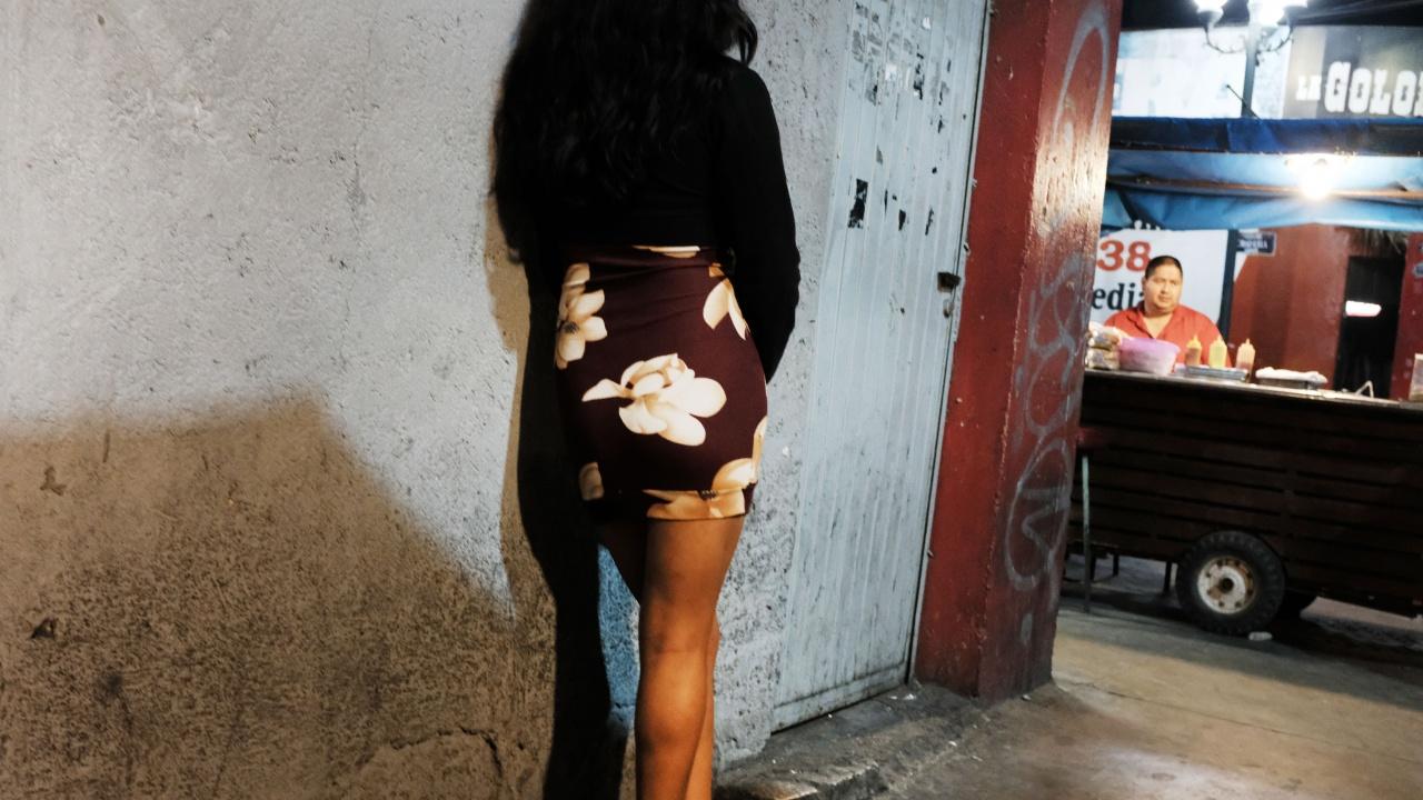Задържаха двама сутеньори, дрогирали и принуждавали жена да проституира в Слънчев бряг