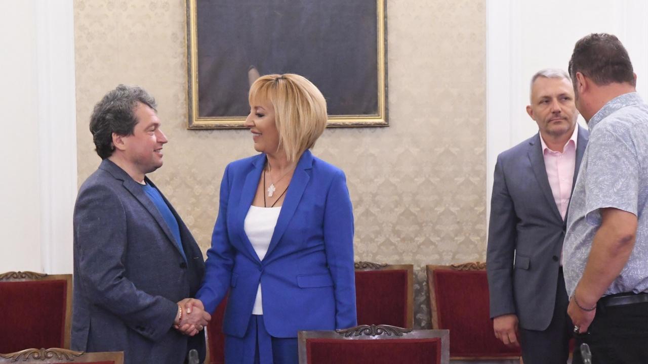 Изключителна кратка среща между ИТН и ИБГНИ. Хората на Манолова бяха пестеливи в коментарите си