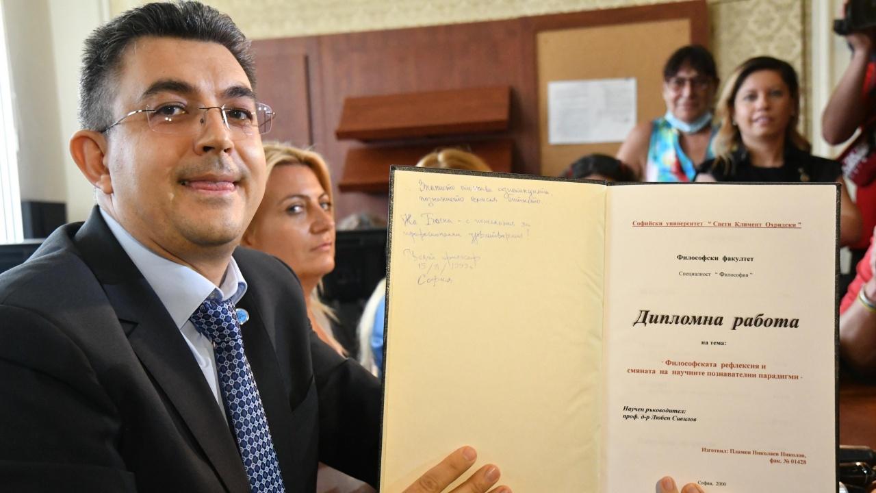 Журналист се изуми от кандидат-премиера: Айнщайн имал два приноса към дисертацията си, а Николов си писал 10