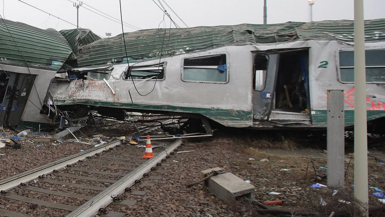 Две жертви и десетки ранени при ЖП катастрофа в Чехия