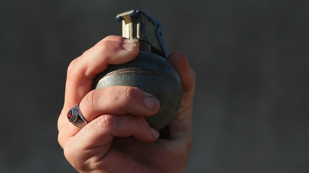 Мъж с граната заплаши да се взриви в украинския МС