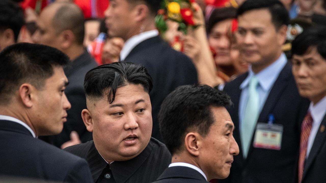 """Появата на Ким Чен-ун смути световната общественост, питат дали е """"чипиран"""""""