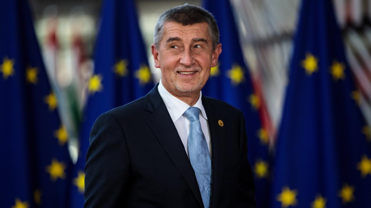 Партията на чешкия премиер е лидер преди изборите през есента