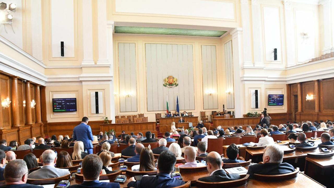 Депутатите приеха новия Правилник на НС, решиха и какви заплати да взимат