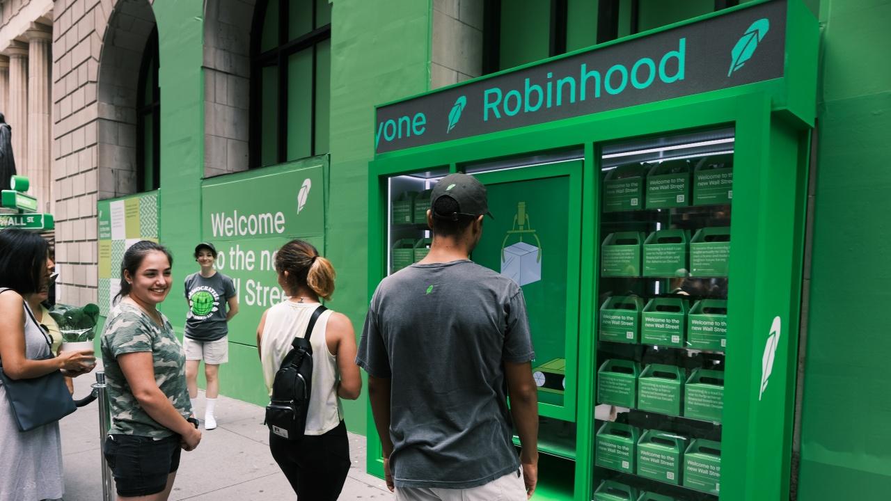 В сряда акциите на Robinhood скочиха с 50%, а богатството на Влад Тенев - с цели 1,4 млрд. долара