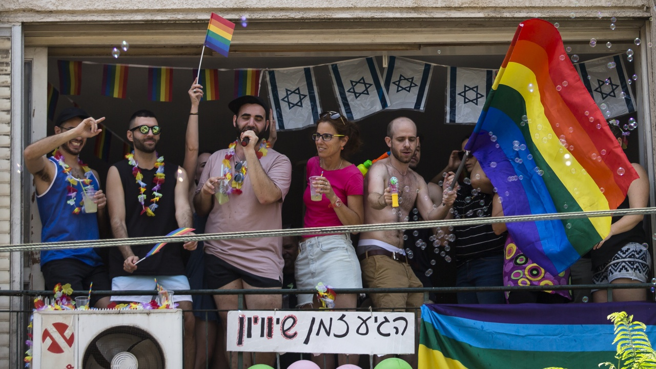 Израелски депутат обвърза новата вълна на COVID-19 с гейовете