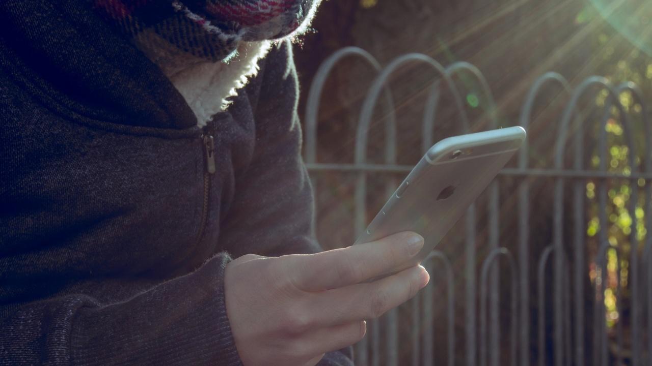 Apple ще сканира телефоните за порно с деца