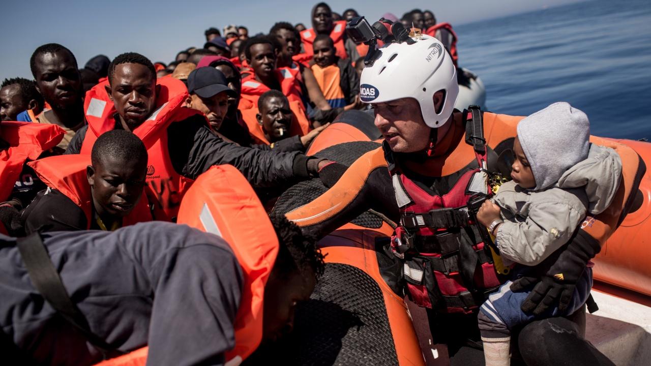 Разрешиха на хуманитарни кораби да оставят мигранти в Сицилия