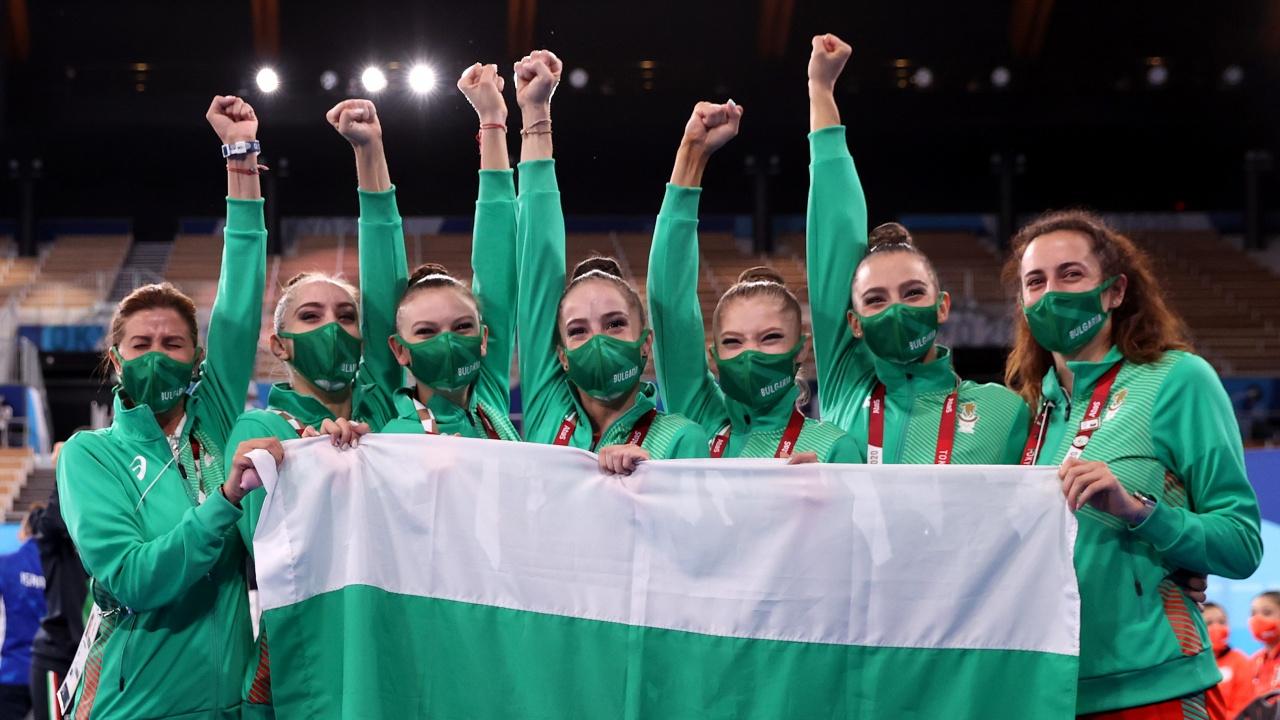 Министър Кузманов поздрави ансамбъла по художествена гимнастика за олимпийското злато