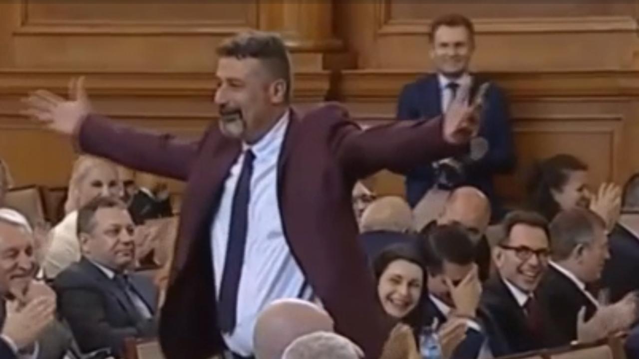 Експерт: Народното събрание трябва да бъде уважавано, облеклото е важно