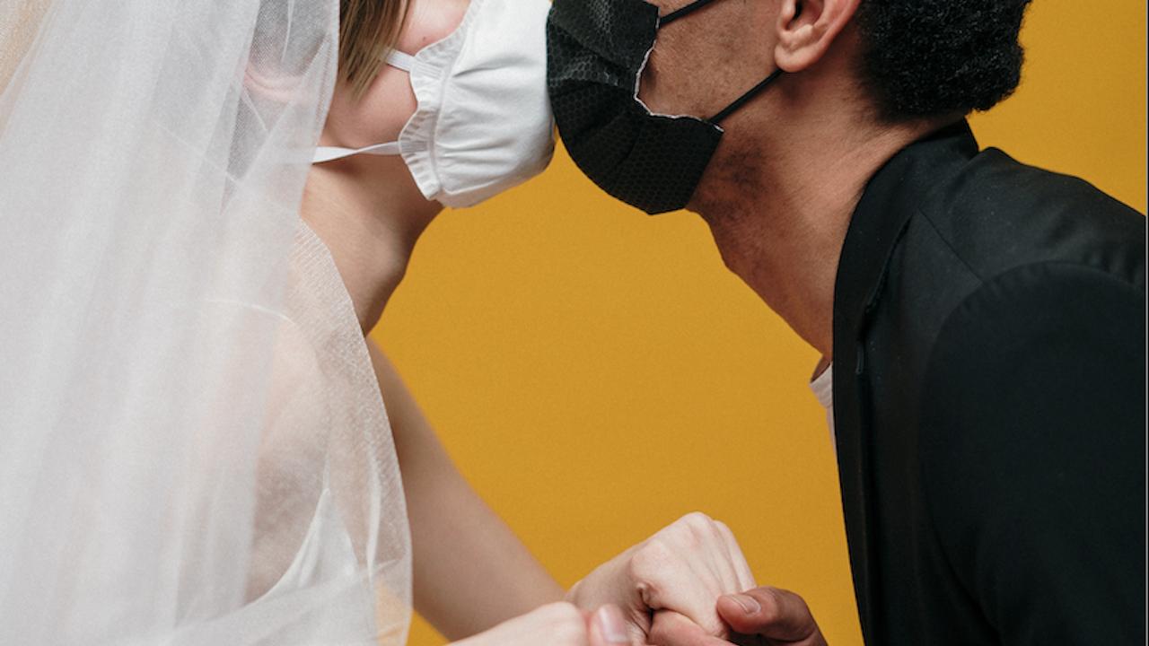 Заразена с COVID двойка вдигна сватба в Тетово, младоженецът приключи в болница