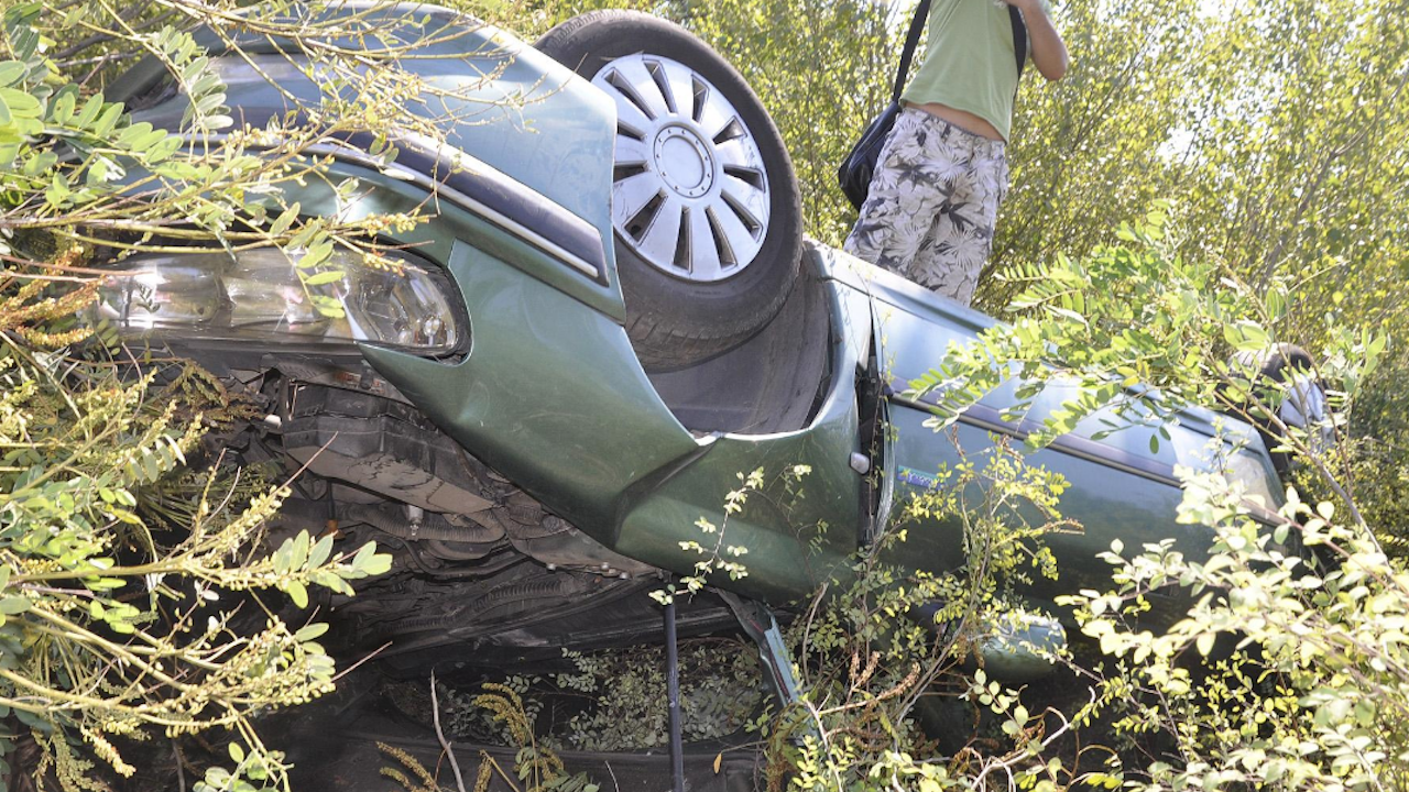 Мъж загина, а младеж е тежко ранен при катастрофа в Русенско