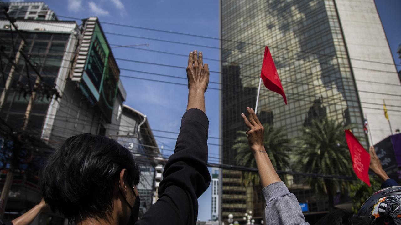 Напрежение в Тайланд: Стреляха по демонстранти