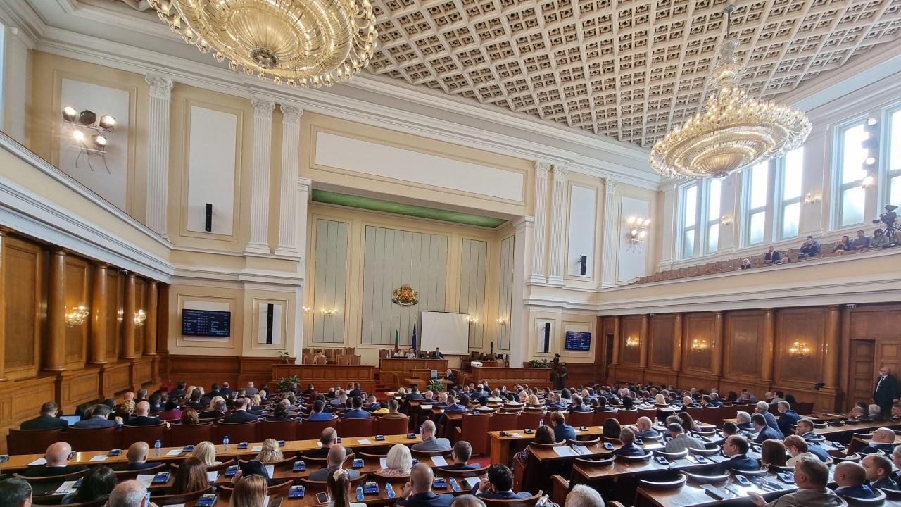 Скандал в парламента: За дълбоката държава, джендърството и Сокола