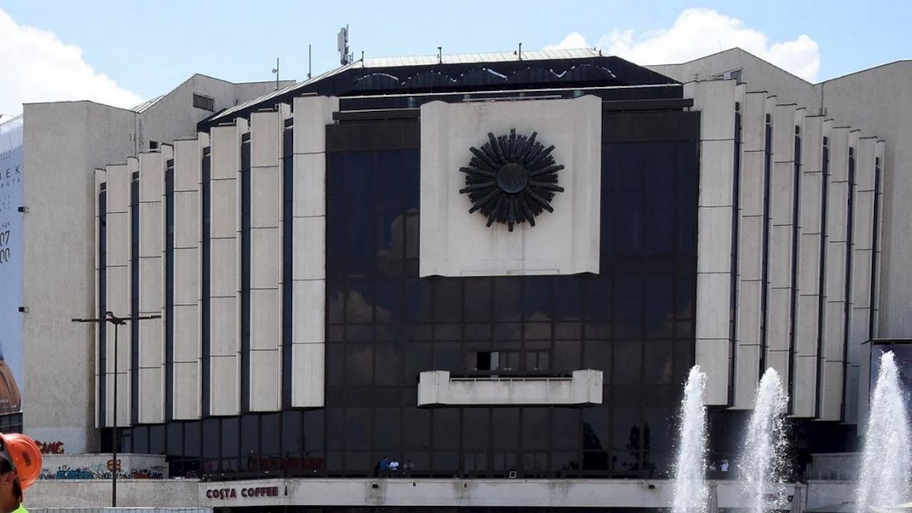 Министерство на културата: Ще се съобразим с подадената от ръководството на НДК оставка