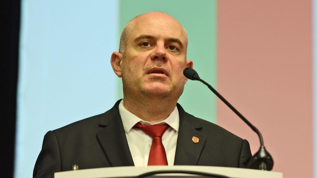 Комисията за незаконно подслушване призоваза обяснения Гешев