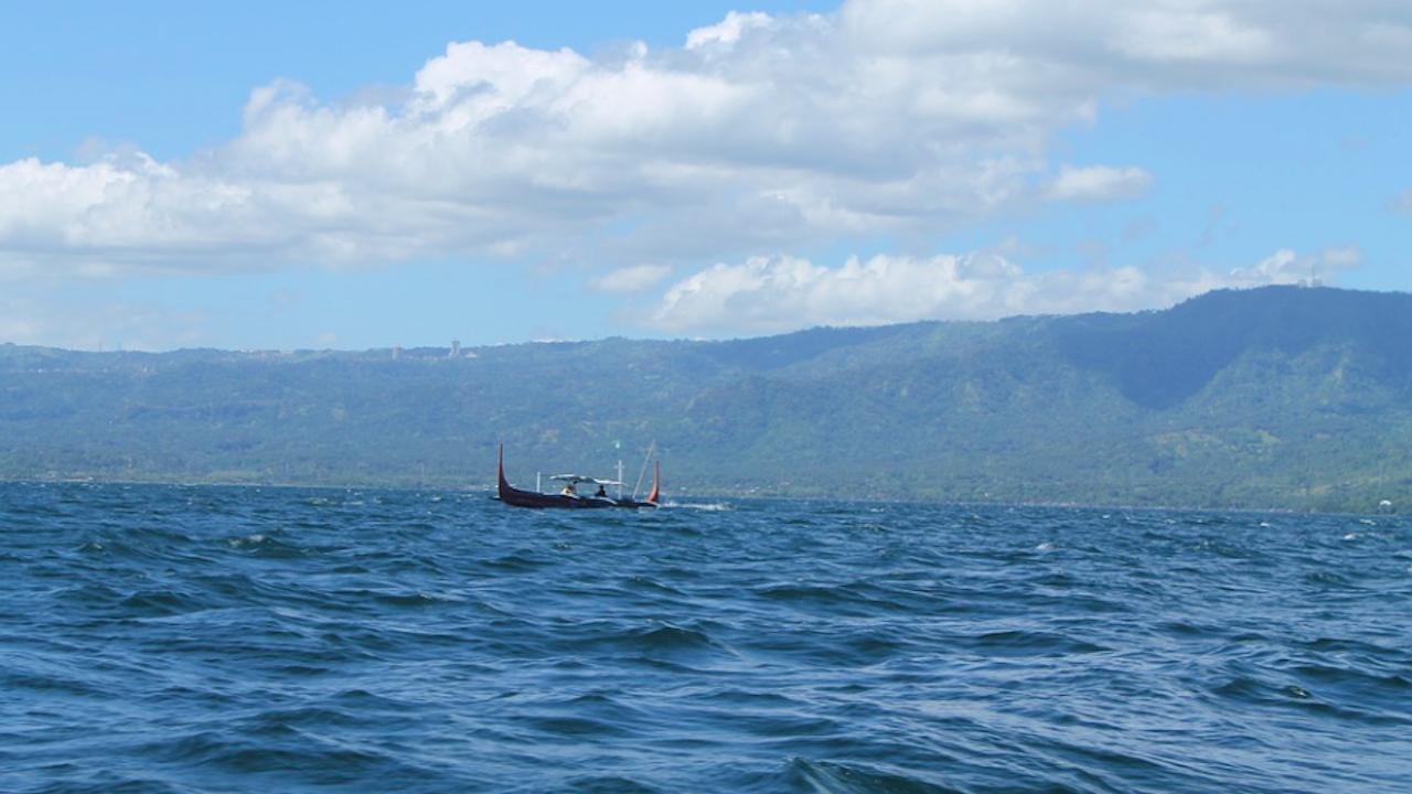 Осем души в неизвестност след падането на хеликоптер в езеро на полуостров Камчатка