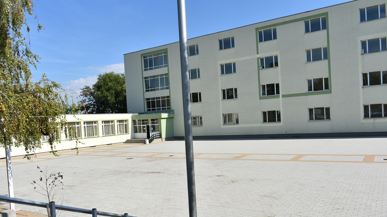 """Две асеновградски училища със статут """"иновативни"""""""
