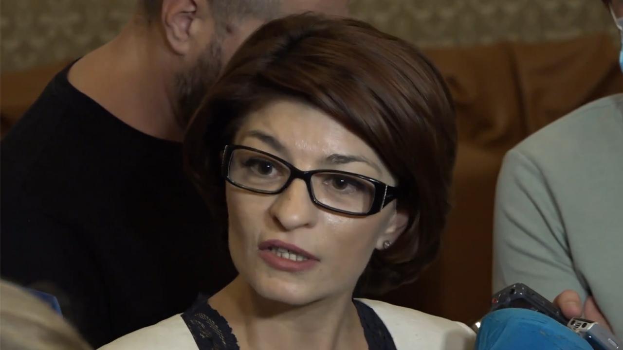 Десислава Атанaсова: Президентът се опитва да извива ръце, но има конституционни процедури