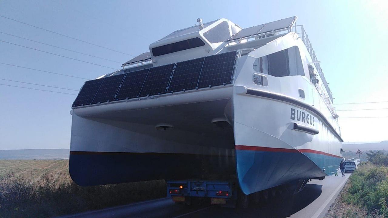 Пускат на вода новия кораб на Община Бургас