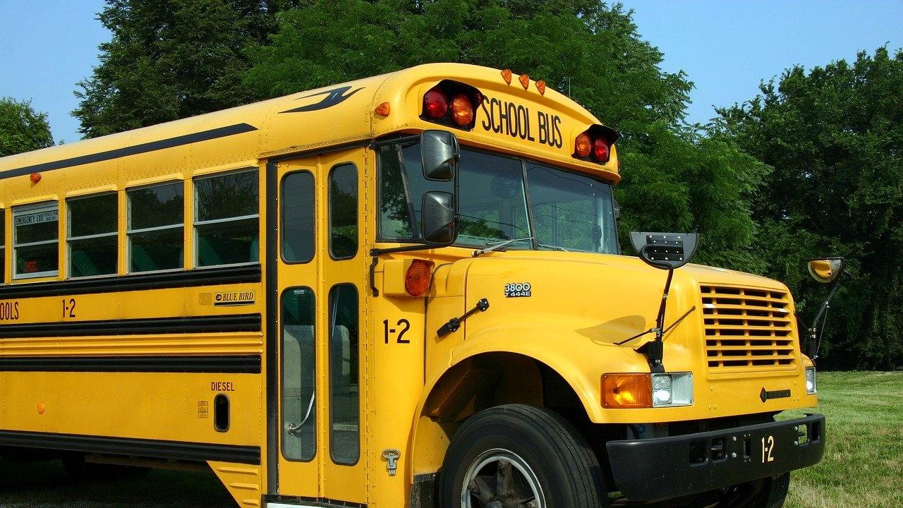 35 общини ще получат нови училищни автобуси