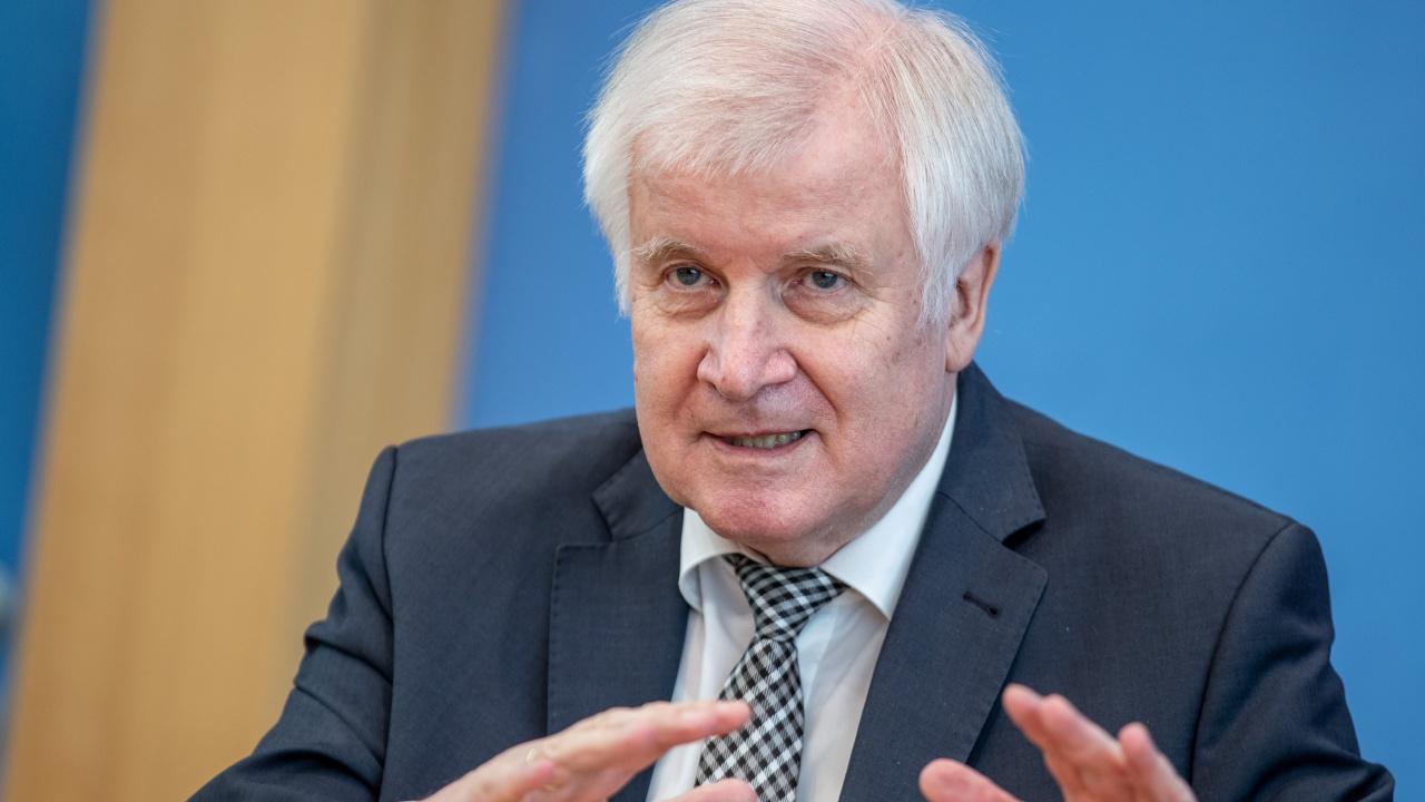 Германският вътрешен министър очаква до 5 милиона бежанци от Афганистан