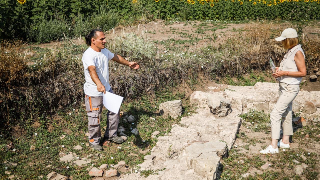 Фандъкова посети археологическите теренни проучвания край с.Мировяне