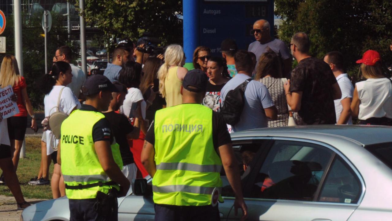 """Работниците на """"Автомагистрали-Черно море"""" блокираха пътища в Бургас, Русе и Шумен"""