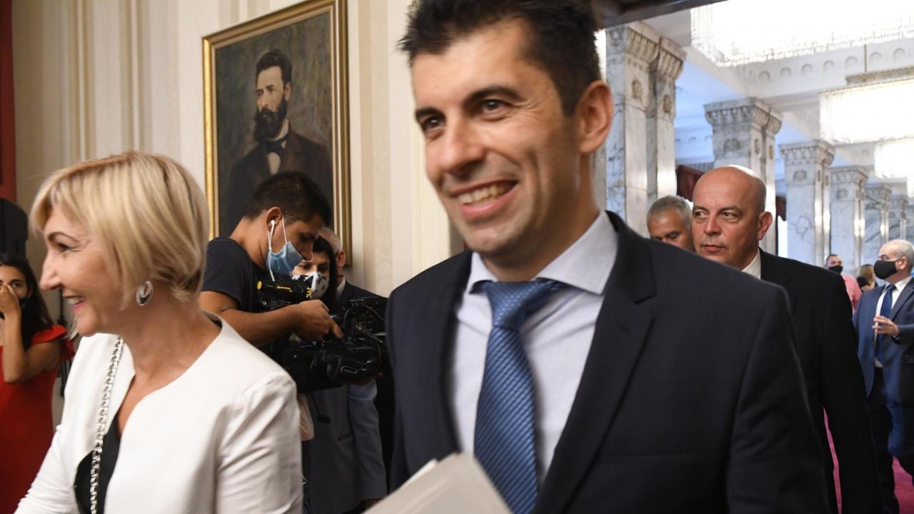 Министър Кирил Петков издаде заповед за уволнеие на шефа на ДКК