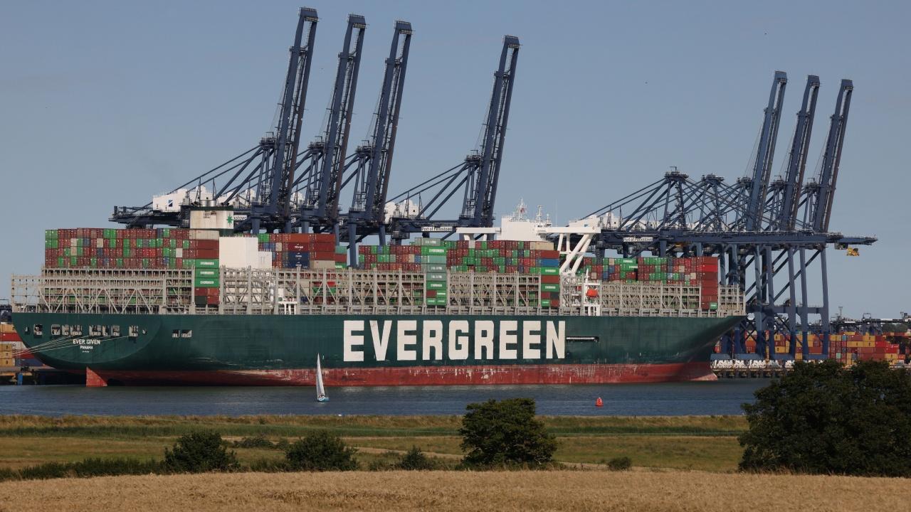 """""""Евър Грийн"""" отново прекоси Суецкия канал. Този път безпроблемно"""