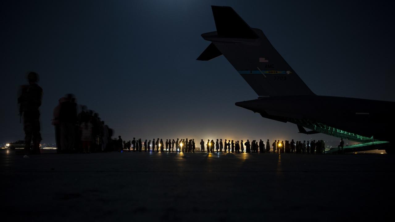 Италианският министър на отбраната обсъди масовата евакуация от Кабул с американския си колега