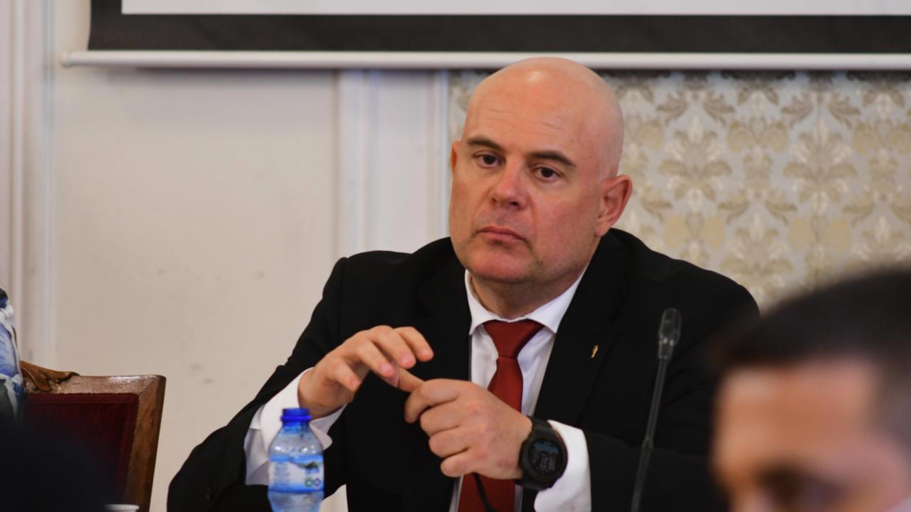 Гешев атакува пред КС правото на депутатите да го викат в НС