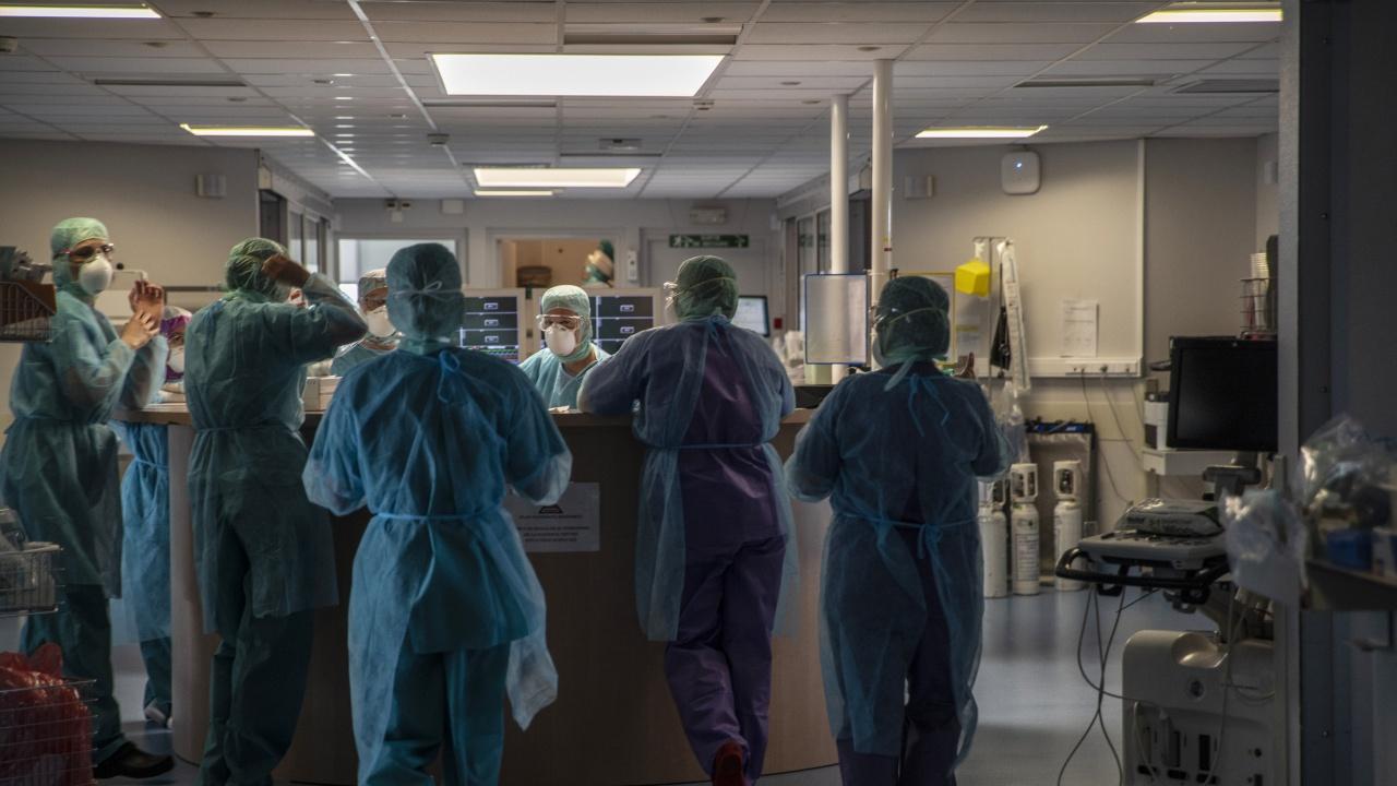 Болниците във Франция са поставени под натиск заради ръста на новозаразени