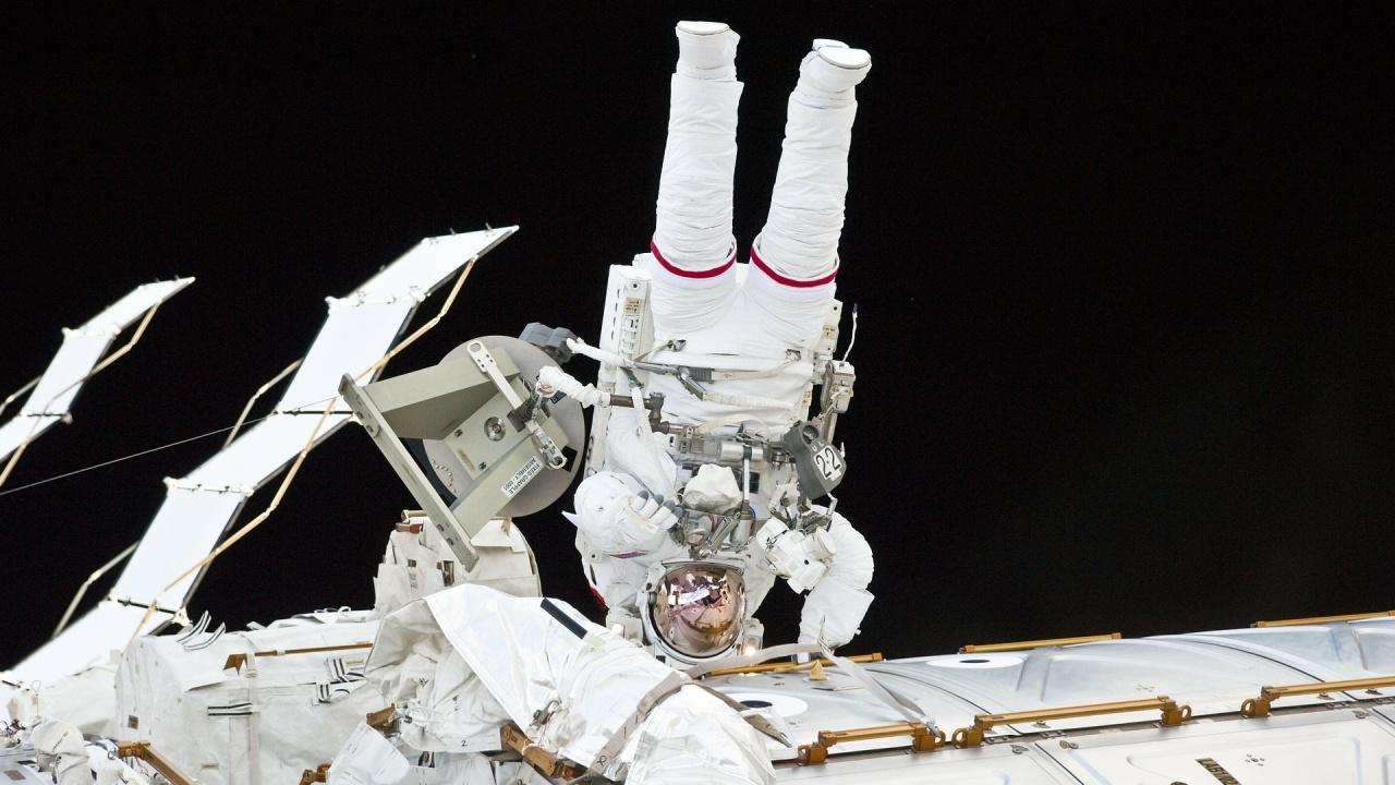 НАСА отложи излизане в Космоса заради неразположение на един от астронавтите