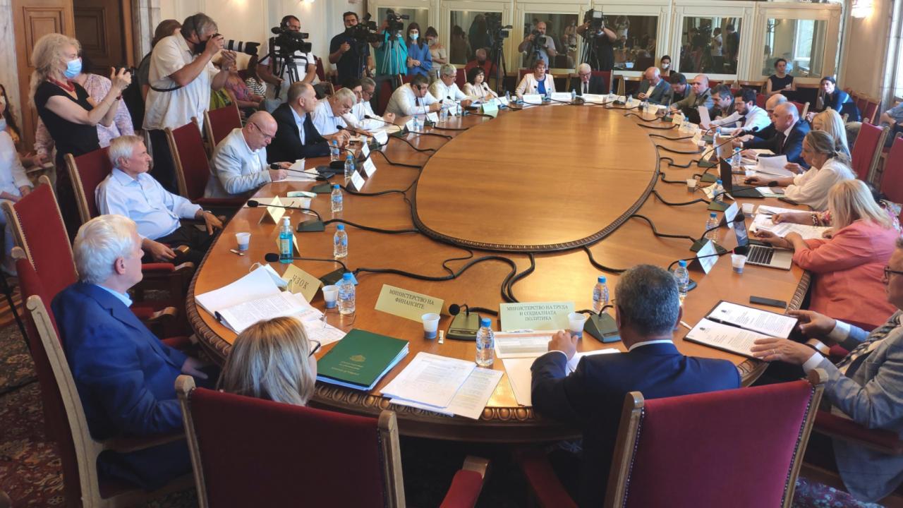 Социалната комисия прие на първо четене актуализацията на пенсиите, предложена от служебния кабинет