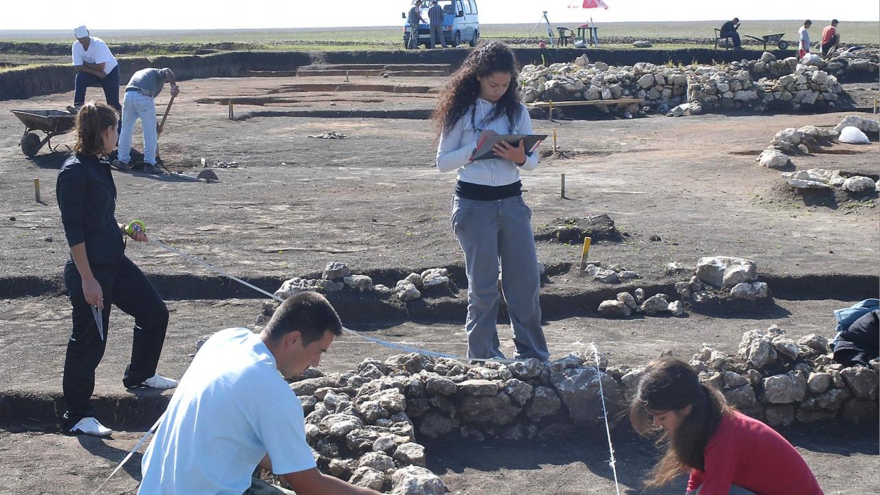 Студенти от Испания проучват българската история край Велики Преслав