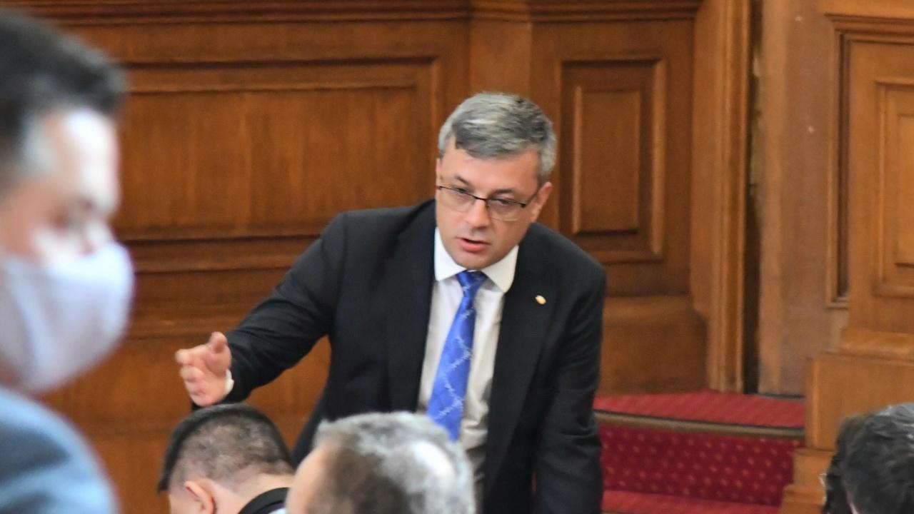 Тома Биков: Логично е изборите да са 2 в 1 при машинно гласуване