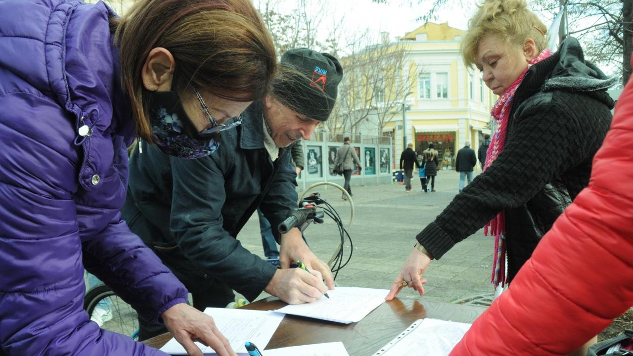 """Близо 600 подписа за запазването на """"Мини Марица-изток"""" и """"ТЕЦ Марица-изток 2"""" събраха за седмица в Сливен"""
