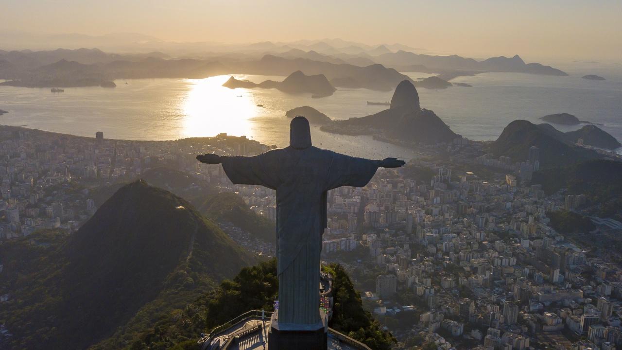 Арестуваха французи, посрещнали изгрева върху статуята на Христос в Рио