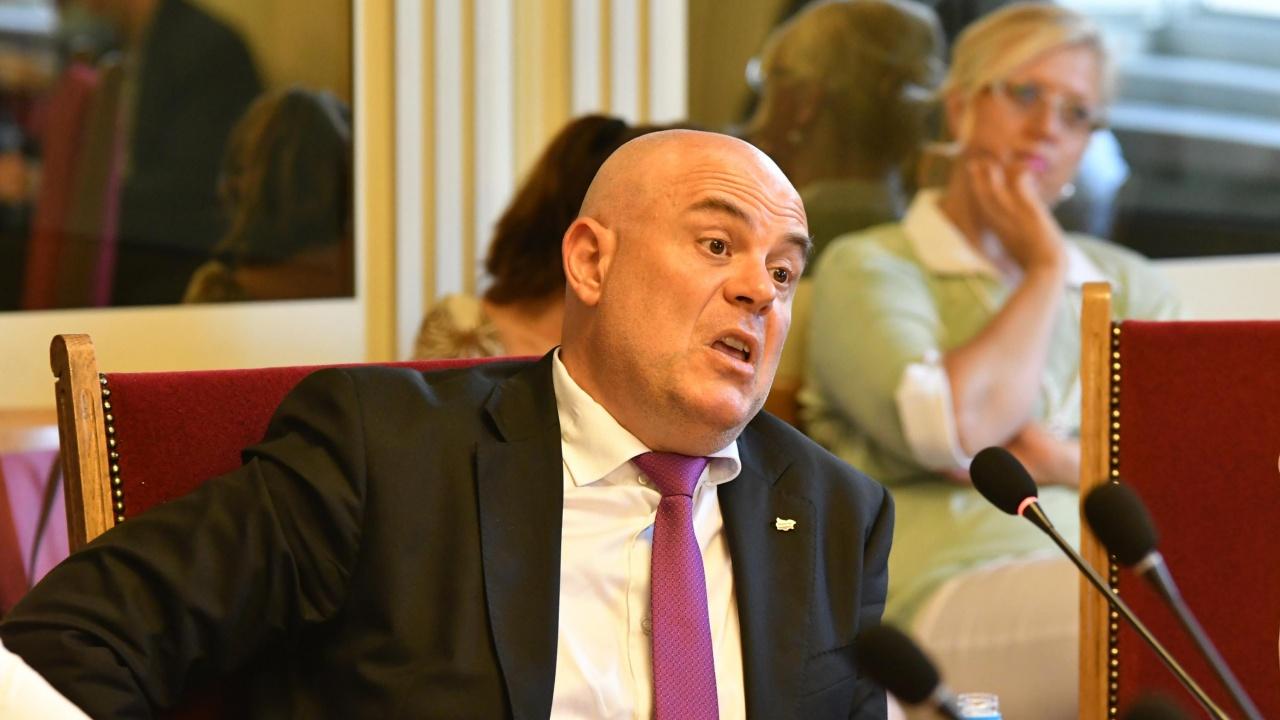 Правната комисия не одобри доклада на Гешев за Бюрото за защита. Тошко Йорданов с люта атака срещу главния прокурор