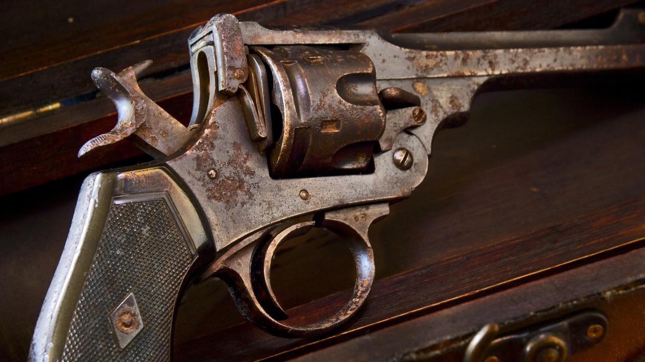 Продадоха на търг револвера, с който е бил застрелян Били Хлапето