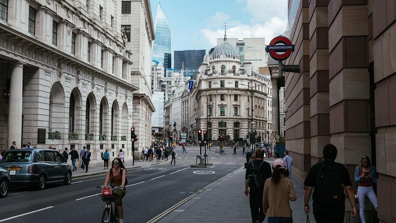 Британският министър на икономиката: Няма да облекчаваме имиграционните правила
